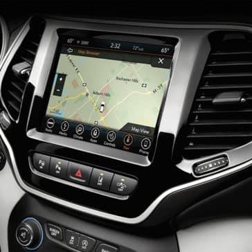 2020-Jeep-Cherokee-Technology