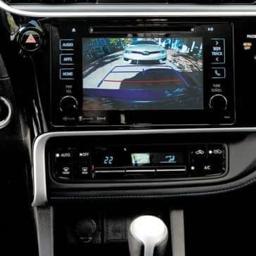toyota-2019-corolla-interior-backup-camera