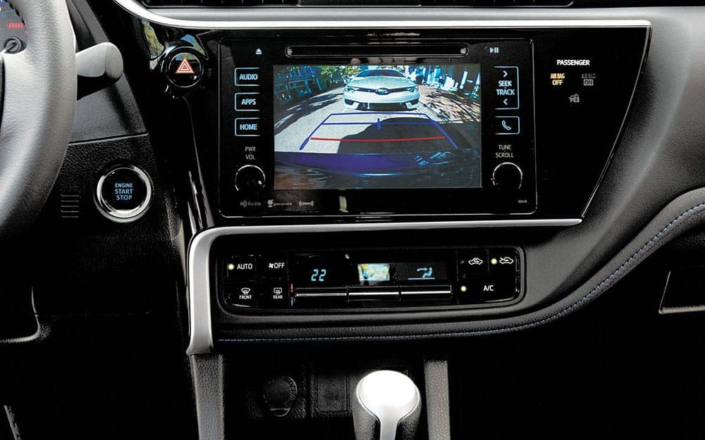 toyota-2019-corolla-interior-backup-camera