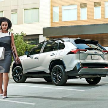 toyota-2019-rav4-xse-hybrid-blizzard-pearl-black-roof-l
