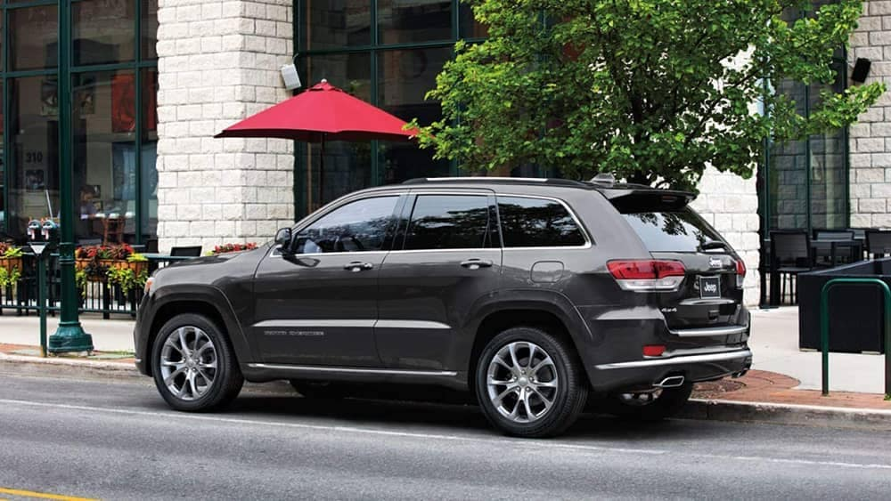 2019 Jeep Grand Cherokee near umbrella