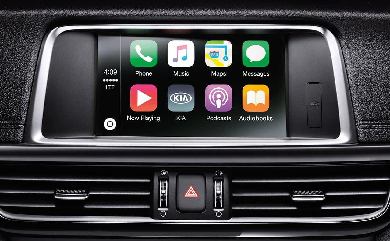 2019 Kia Optima interior touchscreen with UVO and apple android connectivity