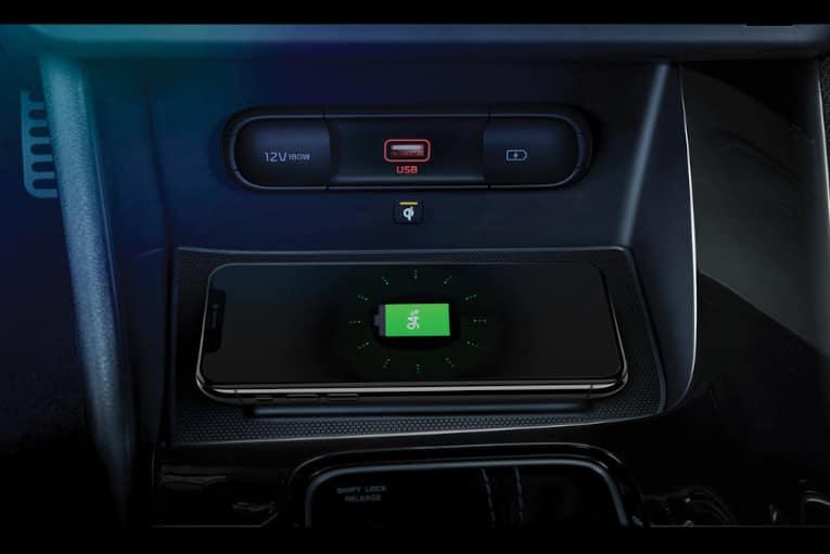 Interior_wirelessCharging