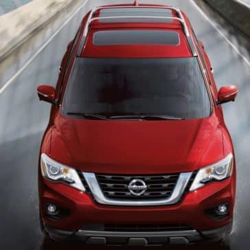 Nissan_Pathfinder_Driving_Head_On