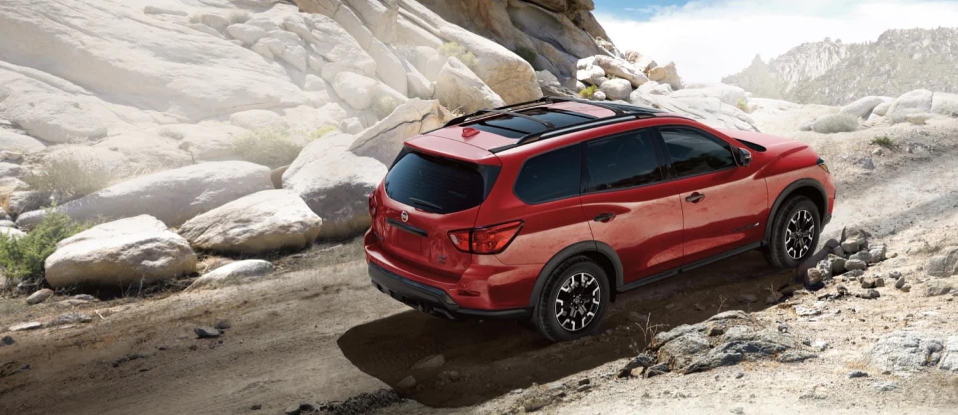 Nissan_Pathfinder_Driving_On_Rocks