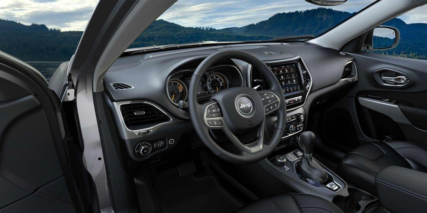 2019 Jeep Cherokee interior with uconnect