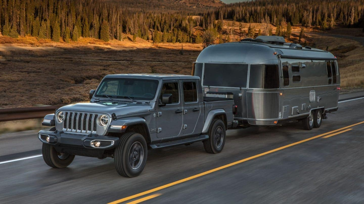 2020 Jeep Gladiator towing a trailer