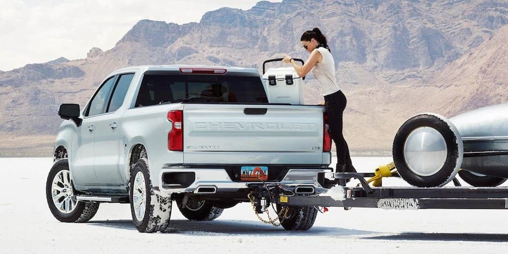 2019 Chevy Silverado 1500 towing in desert
