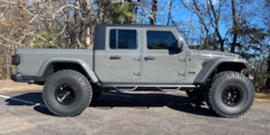 Side View of Grey 40'' Lifted Gladiator Rubicon