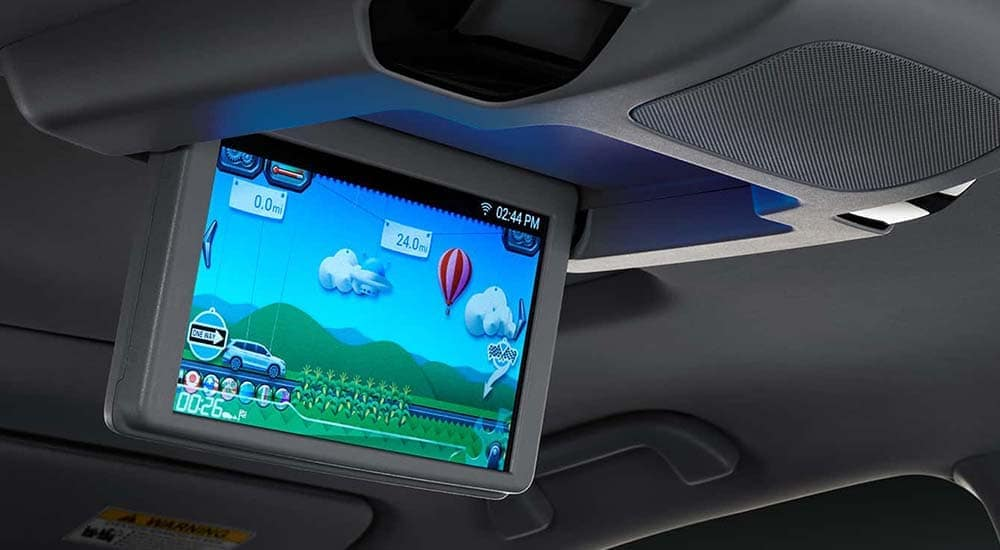 2019-pilot-int-thumb-10-rear-entertainment-system-1400-2x-1