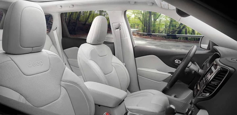 2019 Jeep Cherokee front interior