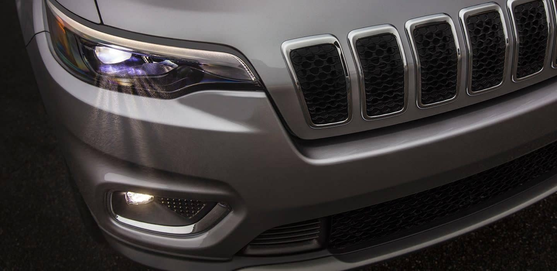 2019 Jeep Cherokee headlight detail