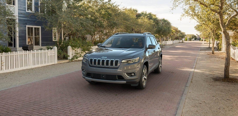 2019 Jeep Cherokee limited city street