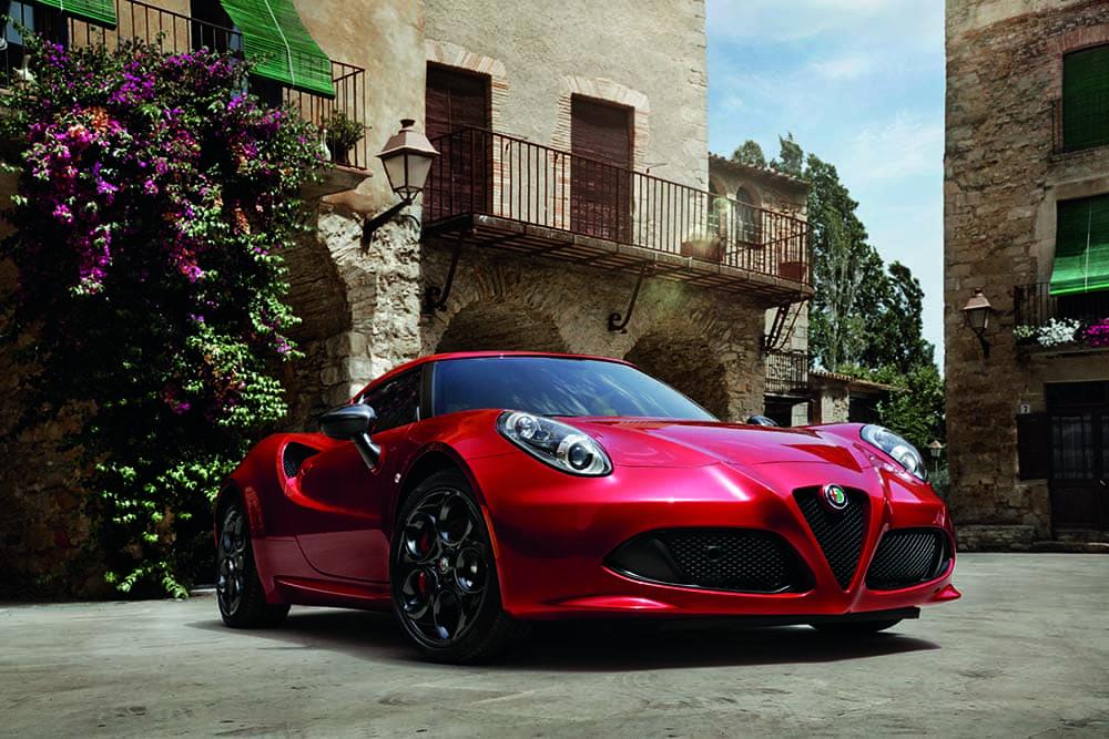2018-Alfa-Romeo-4C-Coupe-Parked