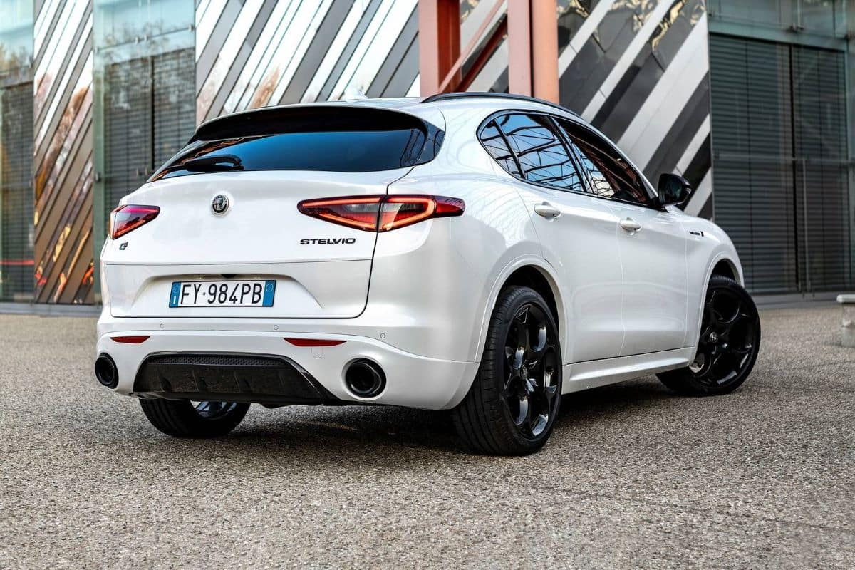 2022 Alfa Romeo Stelvio interior