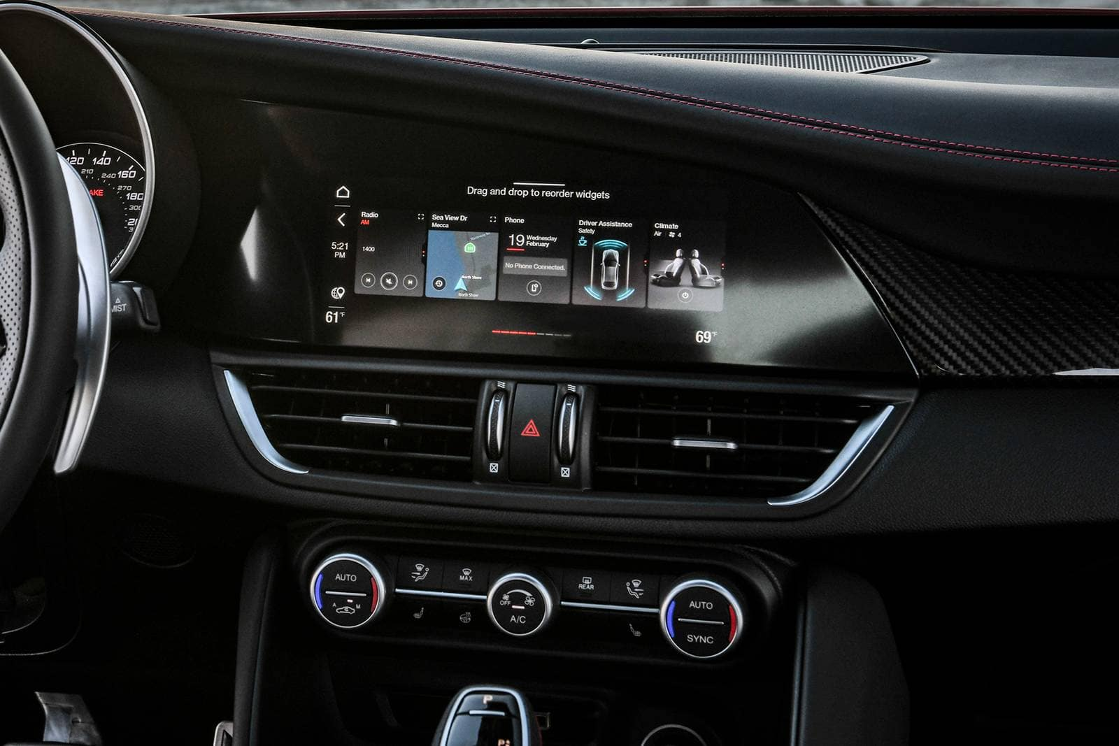 2022 Alfa Romeo Giulia Technology available in Tysons VA