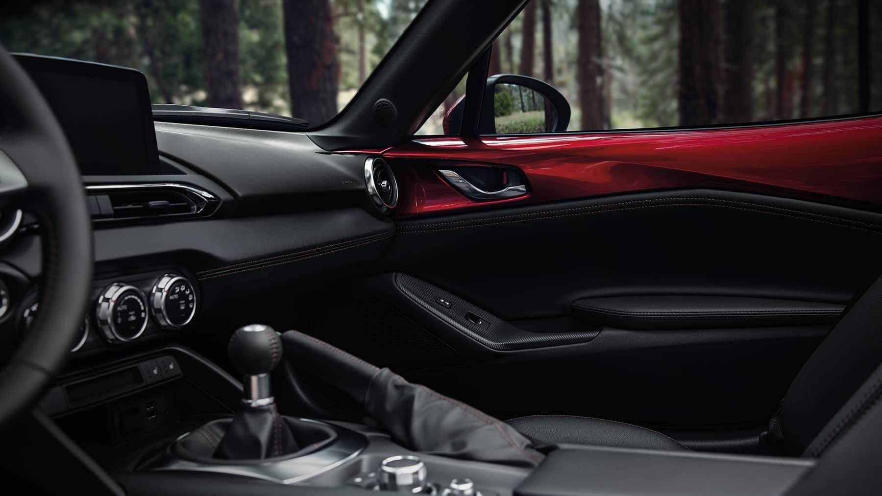 2019 Mazda MX-5 Miata gear shifter