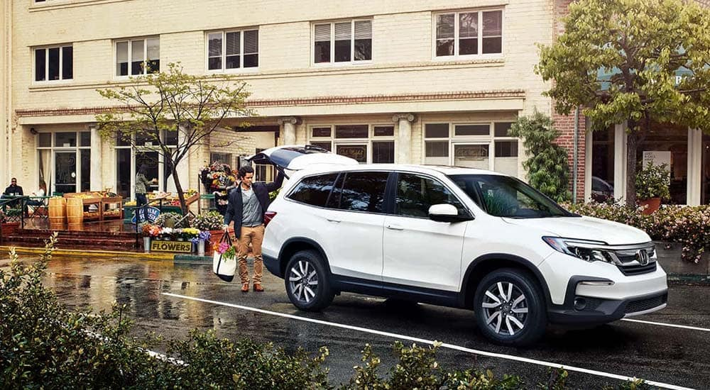 2019 Honda Pilot Being Loaded