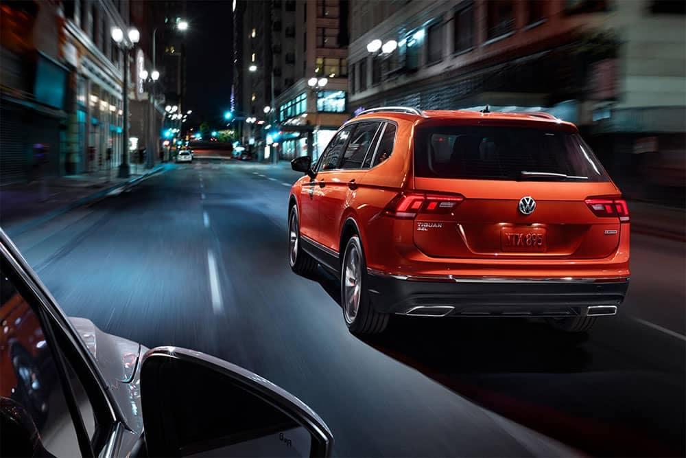 2019 Volkswagen Tiguan Driving in Downtown Area