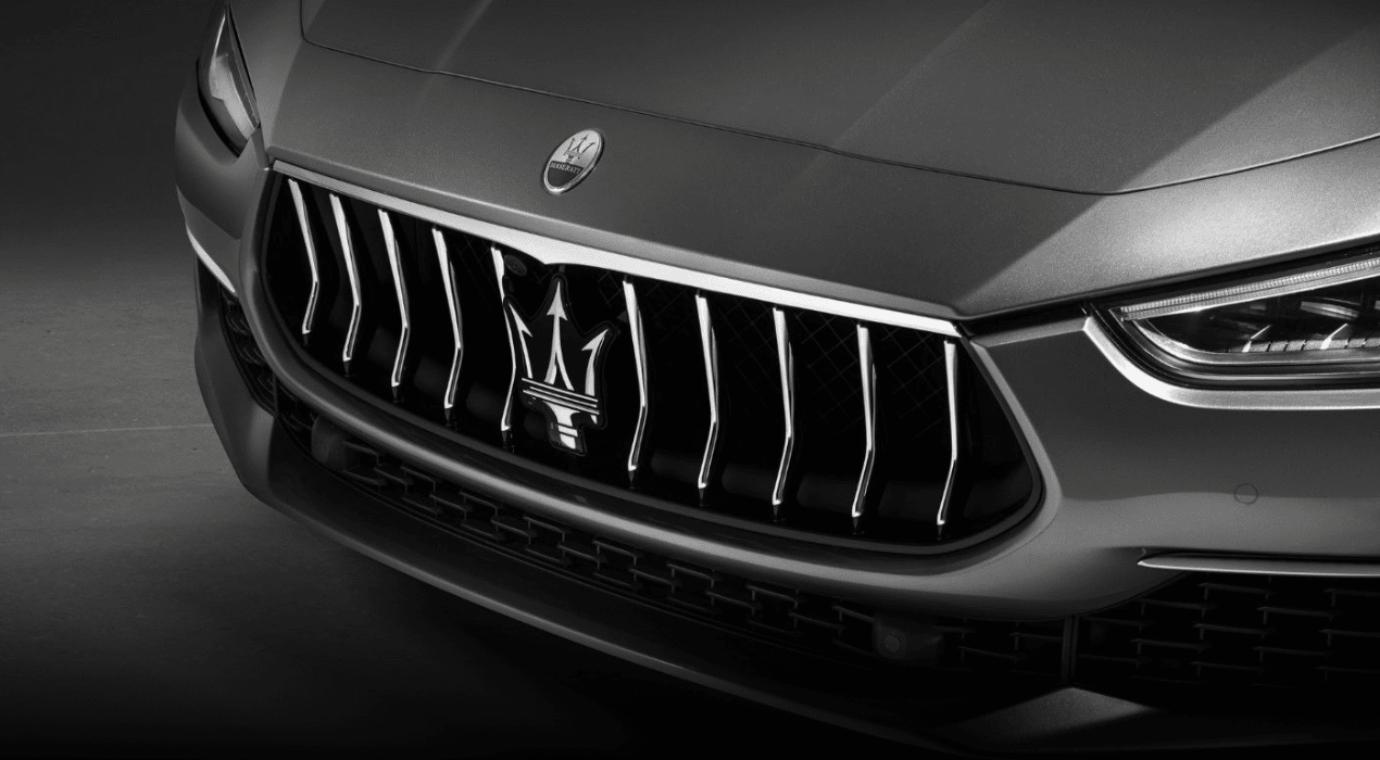 2019 Maserati Ghibli front grille close upALT TEXT